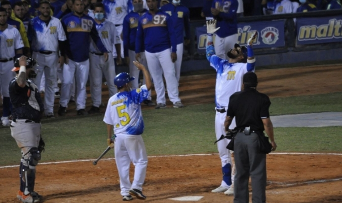 Magallanes a un triunfo de la final